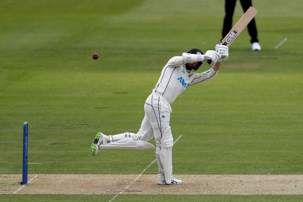 Eng v NZ 1st test: Conway debut 100 puts New Zealand ahead on day 1