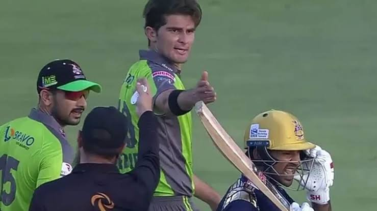 Tension between Sarfraz Ahmed and Shaheen Afridi during a PSL match