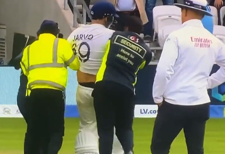 """"""" Jarvo"""" does it again walks out to bat after Rohit's dismissalat Leeds test !!"""