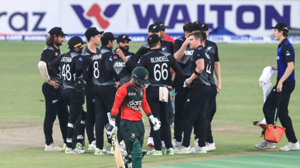 New Zealand skittles out Bangladesh for 76 to pull off a big win in 3rd T20I